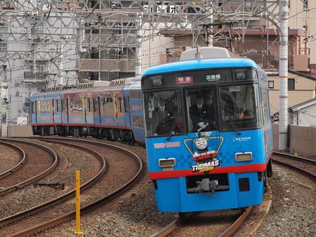 京阪8000系トーマス号特急 京阪本線西三荘駅01