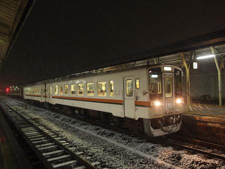 キハ11形普通 紀勢本線松阪駅02