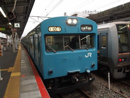 103系回送  山陽本線西明石駅01