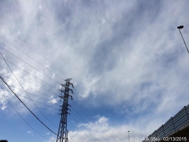 2.13強風の空と雲のした~鉄塔も踏ん張ってた