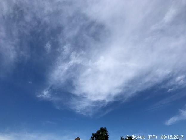 Photos: 街の狭い空、わずかに拡がった秋空 ~autumn sky in the city