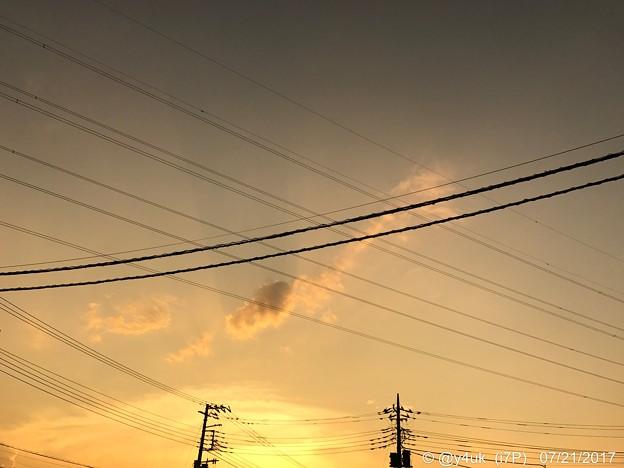 18:28sunset sky ~もう夜~旅のラスト前~電線の向こうに