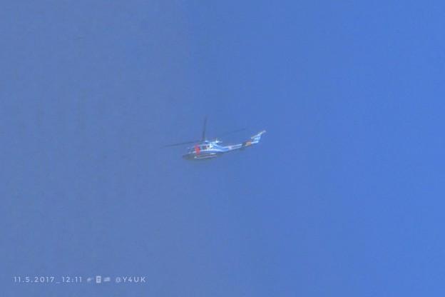 11.5お昼トランプ来日!横田基地から川越ゴルフへ米ヘリで~上空ヘリだらけ~これ県警~青空に青いヘリコプター【臨時緊急UP】