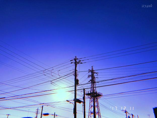 早い厳冬の中で1人立つ鉄塔、電柱に希望の光を~lonely winter~旅の途中
