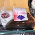 写真: 17:03最後の1コ《ミックスショート苺&ショコラ》念願のショートケーキ持ってレジへ恥ずかしい~美味しい感涙