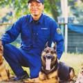 写真: 栃木県の警察犬と災害救助犬と池上祐二さん