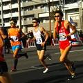 折り返し地点で沿道から撮影。先頭集団との距離を縮めようと必死に後を追います。カッコいいです! 福岡国際マラソン