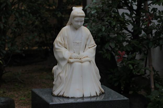 金子みすゞ の美しい像