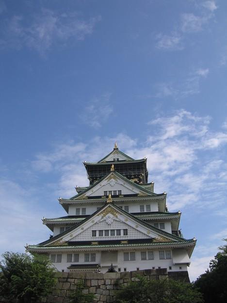 青空に映える:大阪城