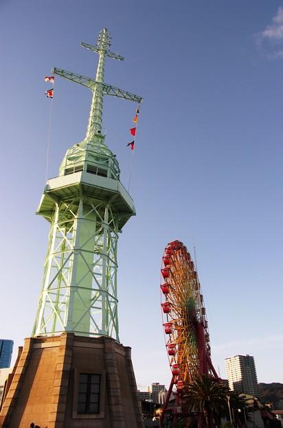 写真: 信号所と観覧車:神戸散策75