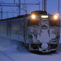 未明の通勤列車