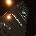 写真: 夜のビル
