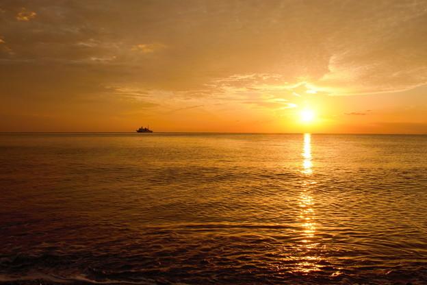 海も空も染めて