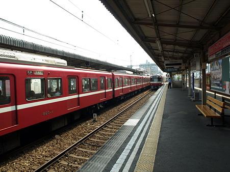 2100形(神奈川新町駅)