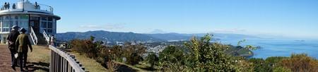 小室山山頂から中央が富士山