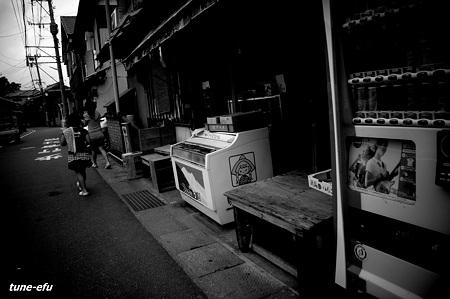 角の駄菓子屋