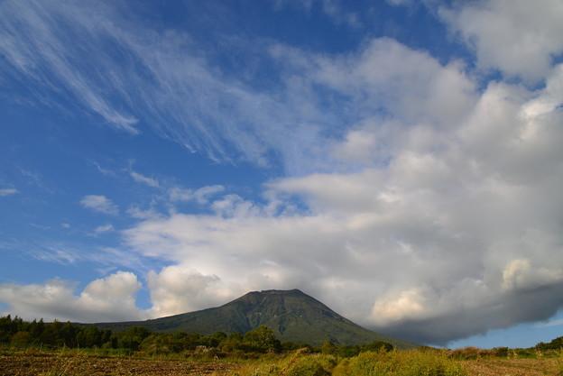 雲がわく 津軽富士 岩木山