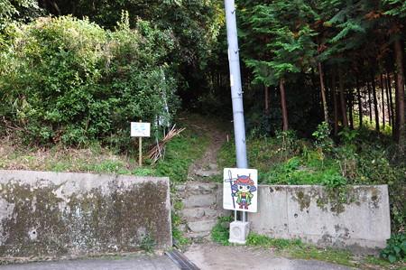 椿井城址の南郭への登り口