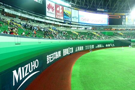 福岡ドームの外野フェンス