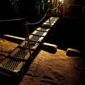 写真: 夜の海へ