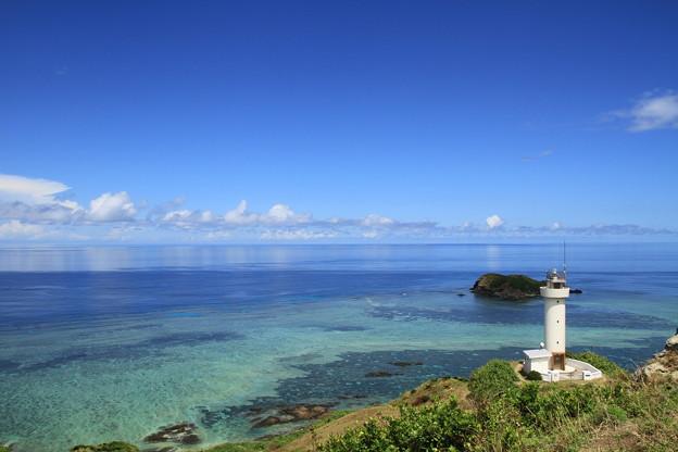 写真: 2342 べた凪の平久保崎灯台@石垣島