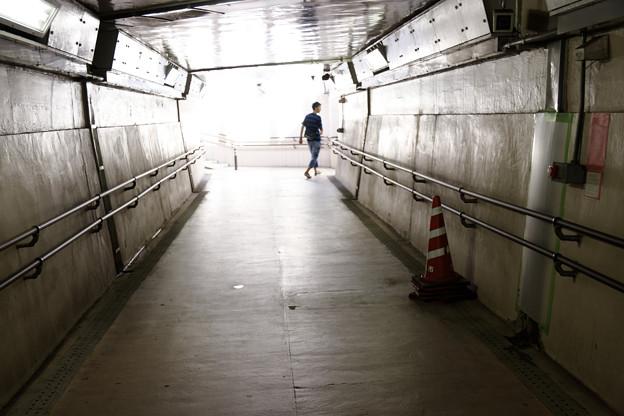 写真: 地下道