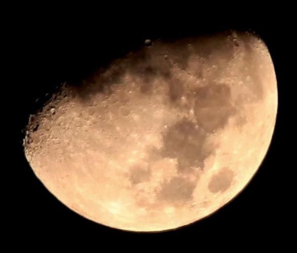 深夜の月・・・1(月齢:9.0)  12:01(21:32)