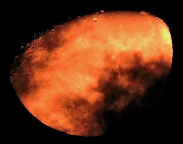 深夜の月・・・2(月齢:9.1) 12:02(0:49)