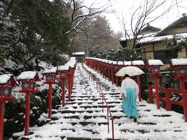 雪の貴船神社
