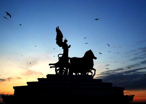 エマニュエル二世記念堂の夕焼け