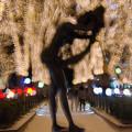 Photos: 光を浴びる女性像