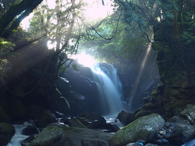 光芒の男滝