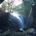 写真: 光芒の男滝