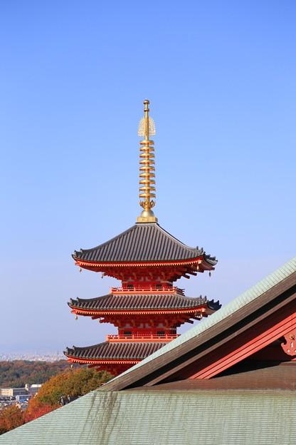 秋空と五重塔 1