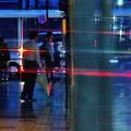 写真: 雨に けむる街角