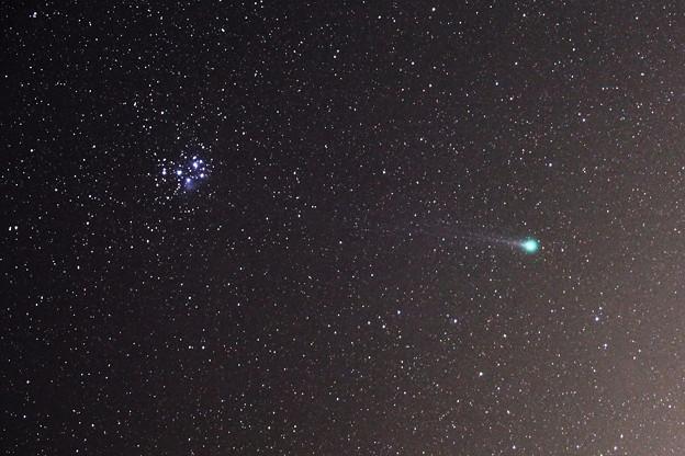 ラヴジョイ彗星とスバルの競演