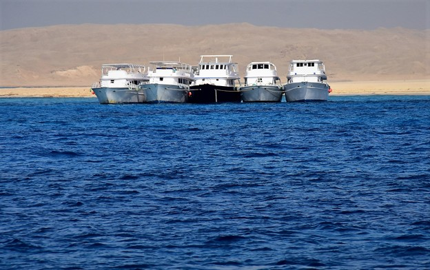 ダイバー運搬船