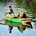 Photos: 川で漁をする親子