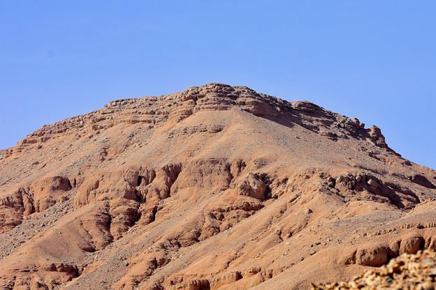 王家の谷付近の岩山1)