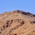 写真: 王家の谷付近の岩山1)