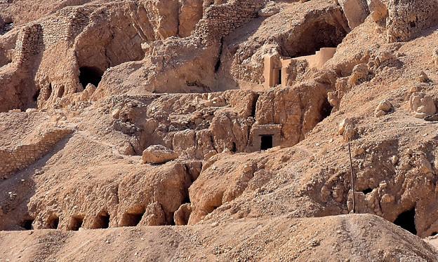 どこかに王家の岩窟墓が・・3)