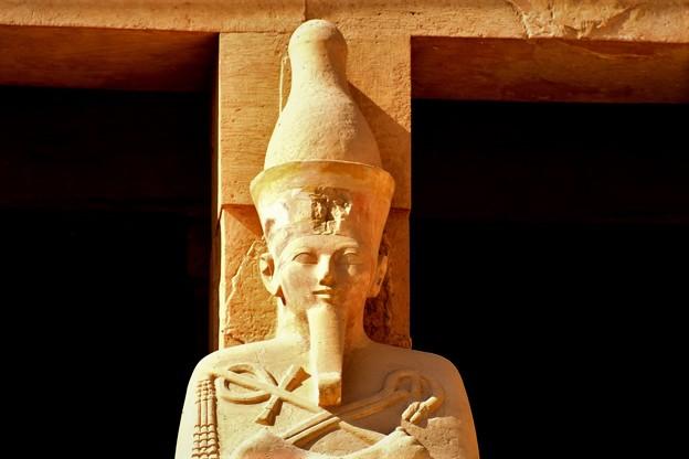 王の立像1)