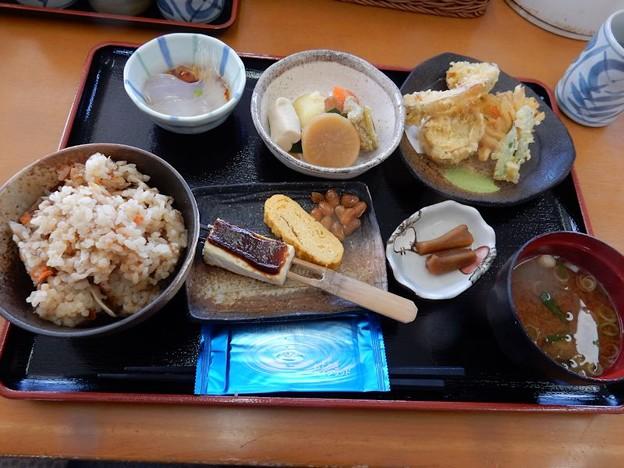 写真: おふくろの味定食(味ご飯)