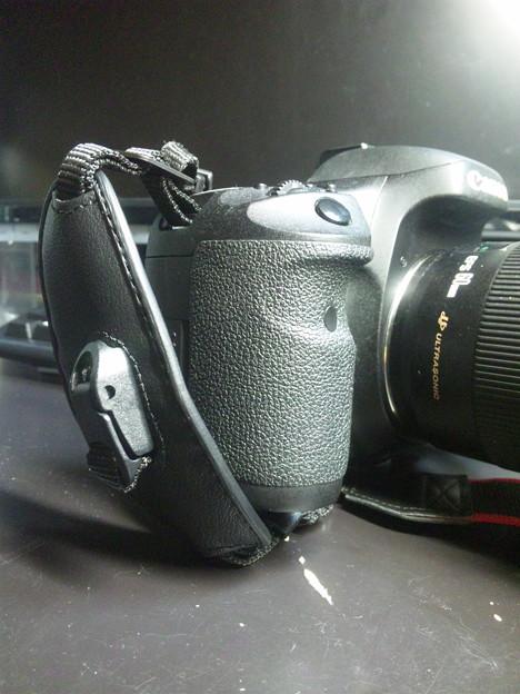 Canon Hand Strap E2(キヤノン ハンド ストラップ E2)装着時