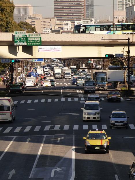 歩道橋からの眺め…日比谷通り