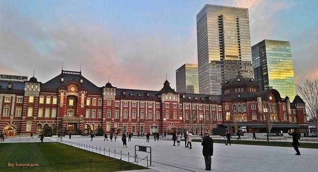 写真: 夕映え東京驛