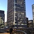 写真: 黄昏の丸ビル