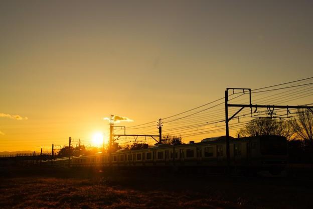 写真: 最高の夕日とE231系