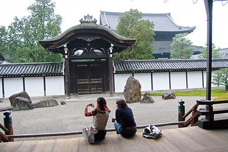 東福寺本坊(方丈)南庭と恩賜門 2010年10月31日_DSC_0226