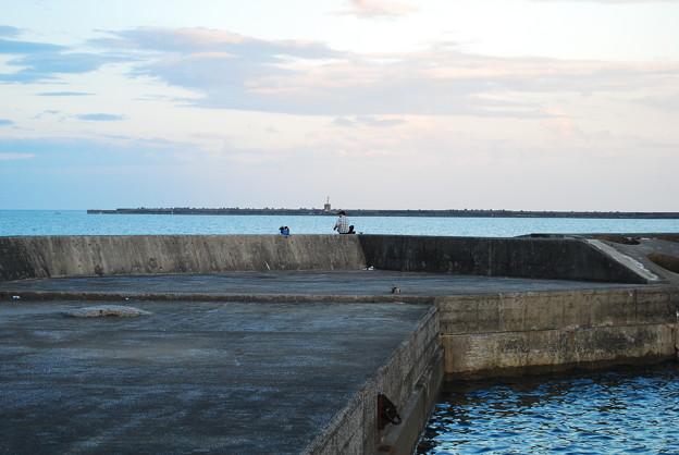 立ち入り禁止の防波堤・釣り人減らず2
